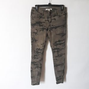 🍍3×$30/Life in progress camo skinny jeans